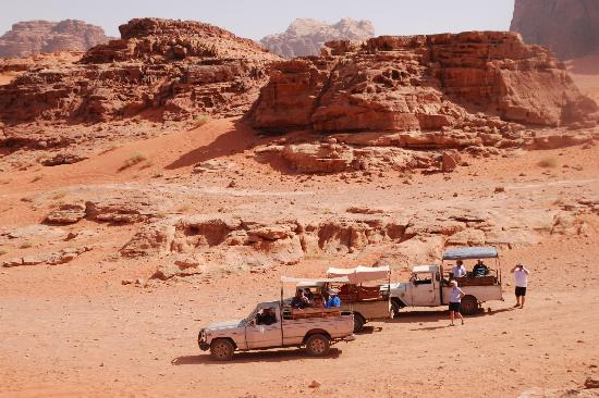 Bedouin House Camp: jeep tour