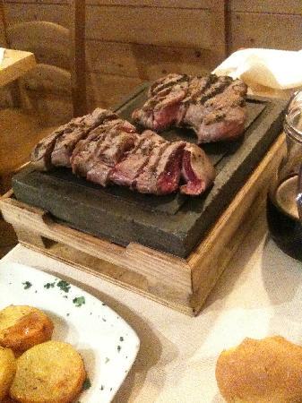 Lonato del Garda, Italia: Carne su pietra