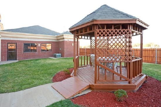 Country Inn & Suites by Radisson, Lubbock, TX: Outdoor Gazebo