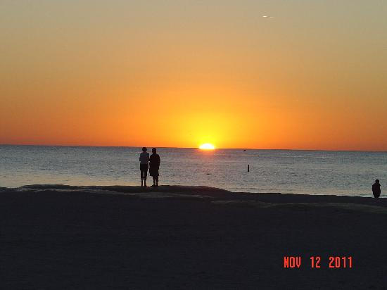 Gulf Tides Inn: Sunset at St Pete Beach