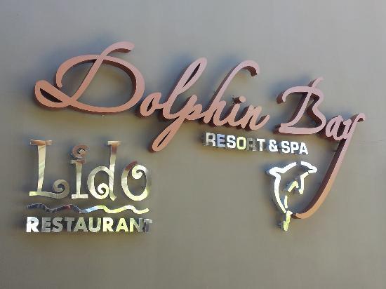 Dolphin Bay Resort & Spa: Sign
