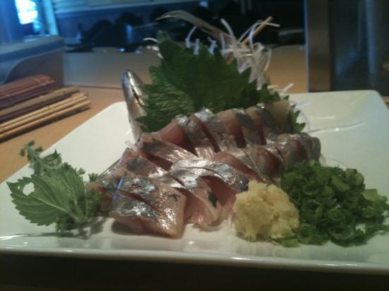 Fuji Sushi Restaurant: Aji sashimi!!
