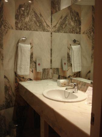 Salles Hotel Marina Portals: baño
