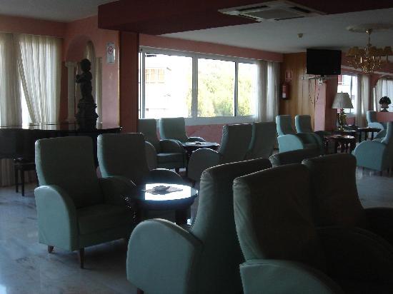 Salles Hotel Marina Portals: piano bar