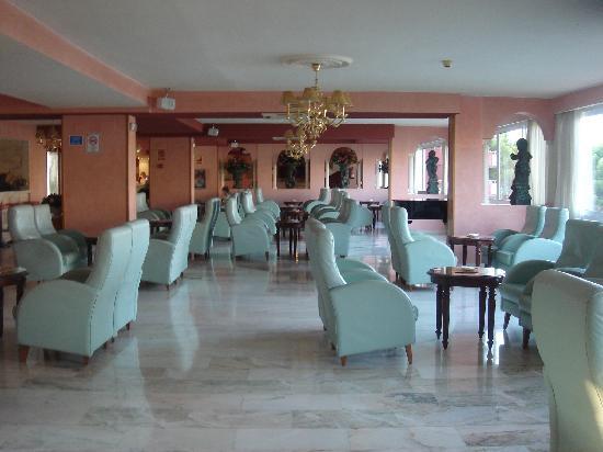 Salles Hotel Marina Portals: hall de entrada
