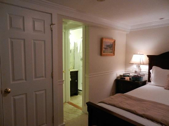 Seven South Street Inn: view into the private bath