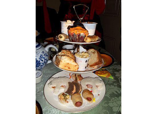 Amelia's Tea & Holly: Food presentation