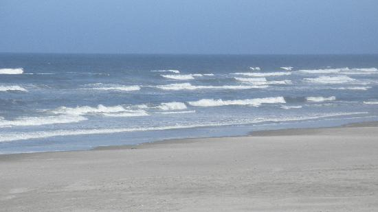Deane's Oceanfront Lodge : Beautiful, quiet beach
