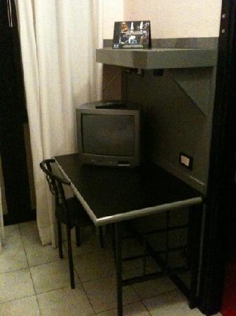 Hotel D'Azeglio: scrivania
