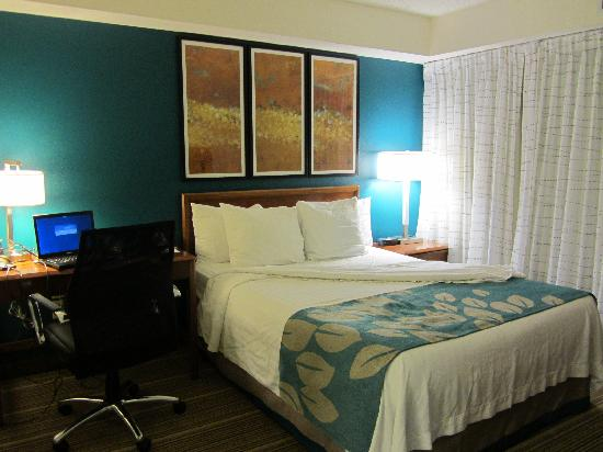 Residence Inn New Orleans Metairie: Master bedroom