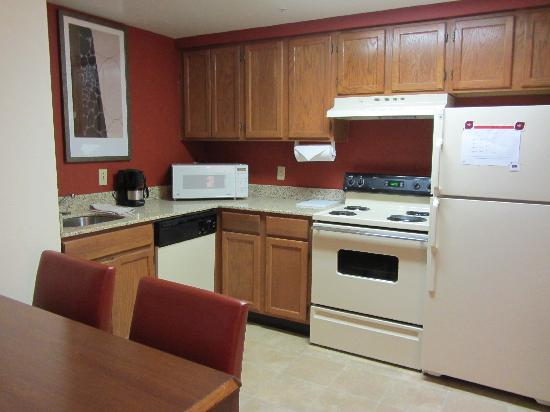 Residence Inn New Orleans Metairie: Nice kitchen