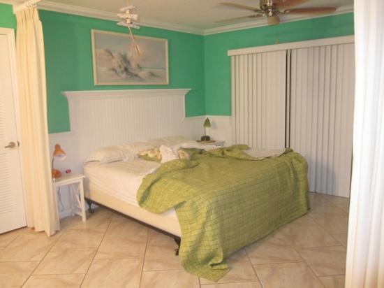 Siesta Sunset Royale: penthouse bedroom