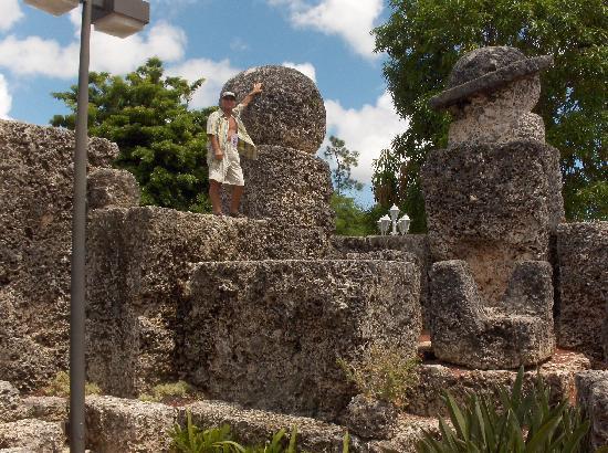Coral Castle: Loveseats