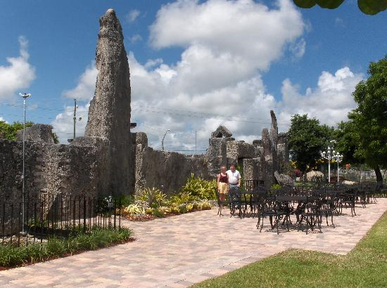 Coral Castle: Side entrance