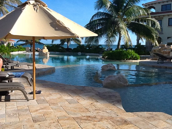 Coco Beach Resort: Front pool