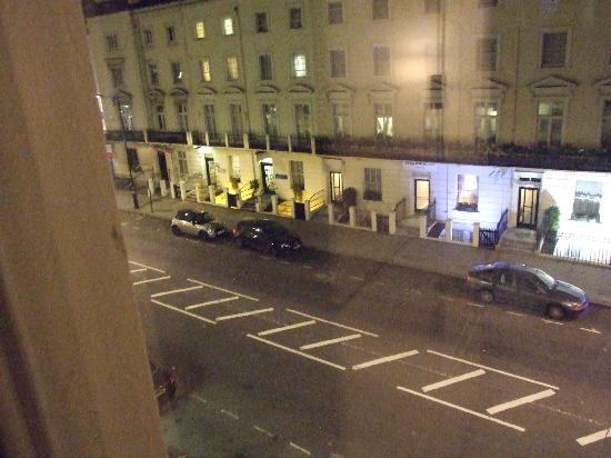 Alexander Hotel London: vista de la calle desde la ventana