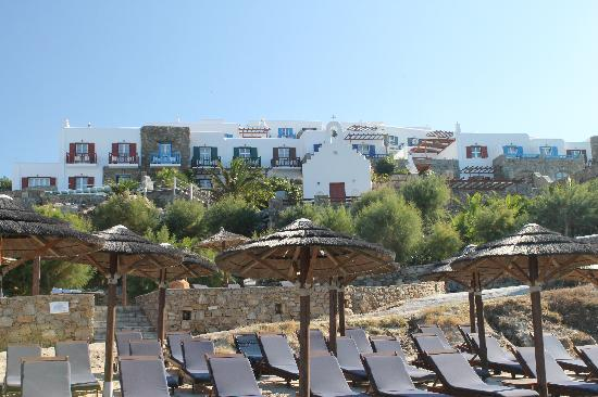 Mykonos Grand Hotel & Resort: View of the hotel from the private beach