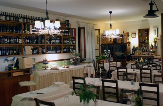 Hotel Monterosso Alto: Part of the main dining room. There are far more tables than necessary to accomodate just the gu