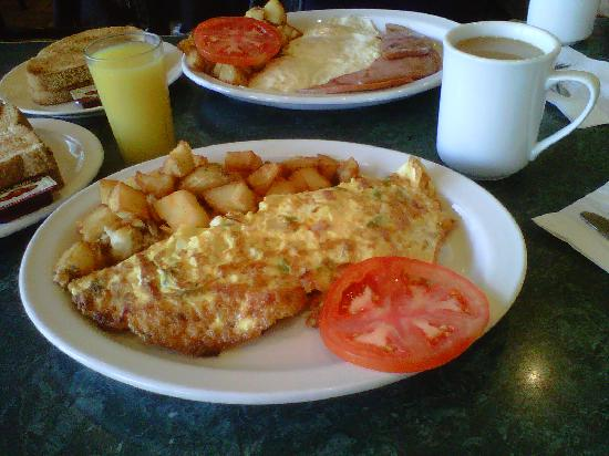 Mississauga, Canada: Western Omelets & 3 eggs & ham