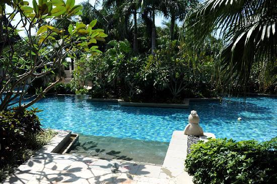 Mandarin Oriental, Sanya: the pool