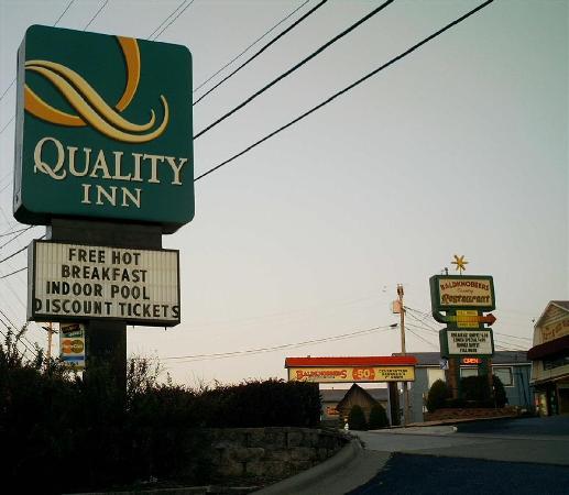Quality Inn On the Strip : Sign