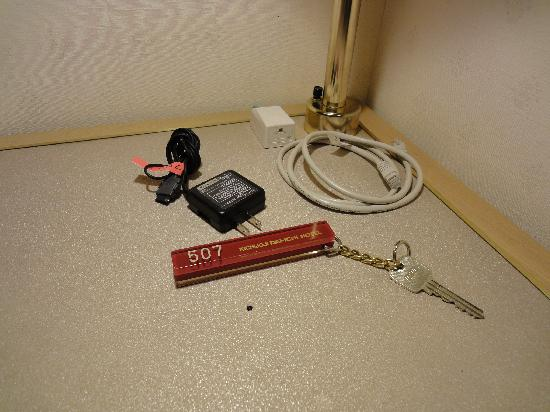 Kichijoji Daiichi Hotel : 昔ながらの鍵。携帯充電器貸してくれます。ネットもできます。