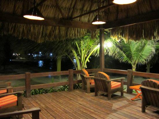 Ramon's Village Resort: Ourdoor seating facing sea