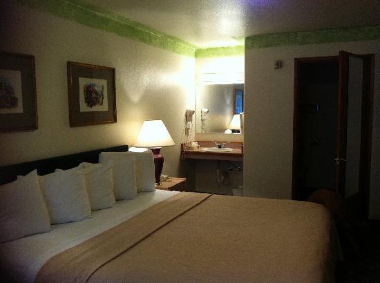 Fairbridge Inn & Suites : Nice, clean room