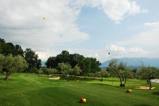 San Donato Val di Comino, Italie : campo  golf  9  buche