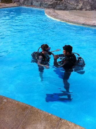 Coral Sea Waterworld Resort: Learning to scuba dive