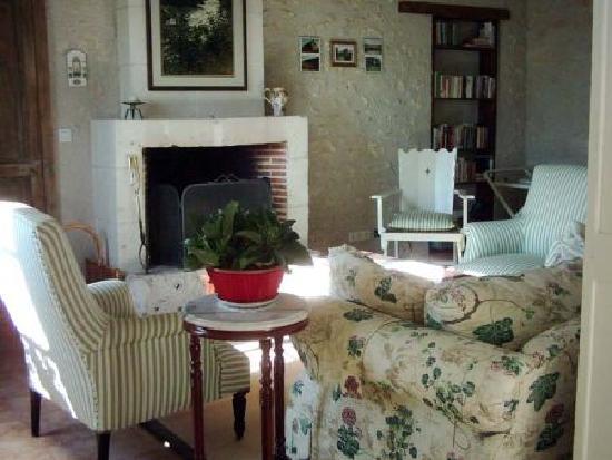 Le Cormier: Cinnamon sitting room