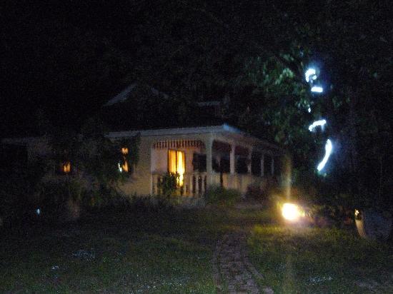Domaine les Rochers : Villa Palmier by night