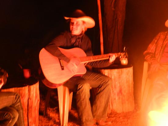 Geronimo Trail Guest Ranch: Bonfire entertainment.