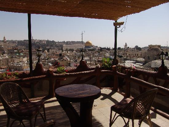 ‪‪Petra Hotel & Hostel‬: rooftop view of DOme on the Rock‬