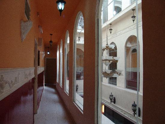 Petra Hotel & Hostel: atrium view, very misleading of hotel