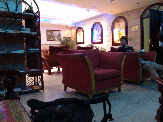 Petra Hotel & Hostel: lobby, too bad rooms dont reflect the same
