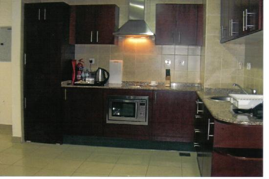Mazoon Hotel Apartments: kitchen