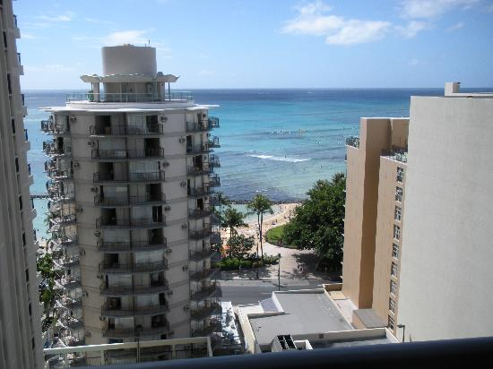 Waikiki Resort Hotel: View from our room ahead- room 1518