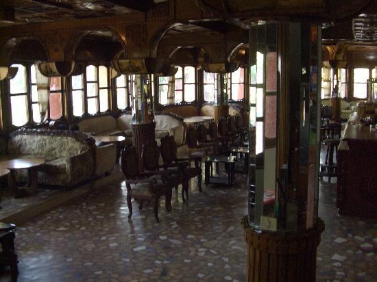 Dib Anbessa: The bar / lounge area