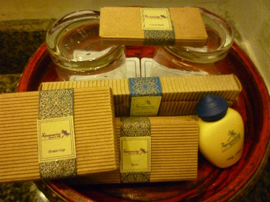 Aquamarine Resort & Villa: Villa Jacuzzi - toiletries
