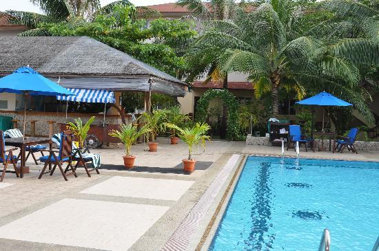 Hulhule Island Hotel: Pool Restaurant