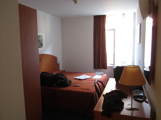 Aris Hotel Grand Place: Room photo