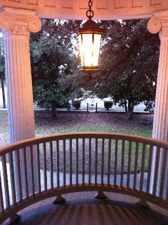 Belle Oaks Inn: more porches