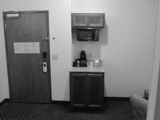 Fairfield Inn & Suites Lafayette South: Entrance, Kitchen Area