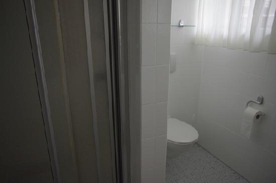 Gasthof zum Storch: airy bathroom