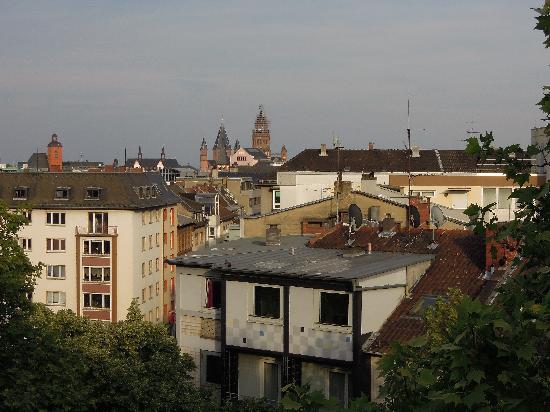 Hotel Koenigshof: 窓から大聖堂が見えました