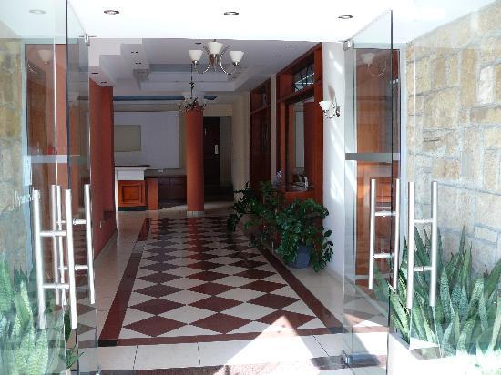 Pyramos Hotel: entrada
