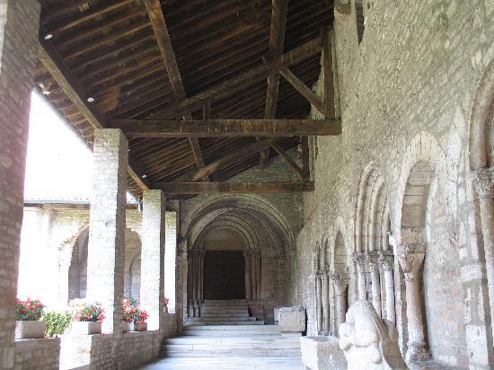 Abbaye Saint-Philibert : altro particolare del cortile