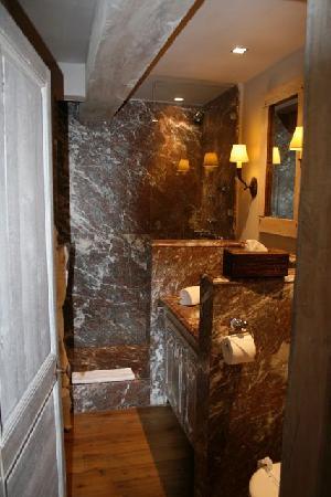 Relais Bourgondisch Cruyce - Luxe Worldwide Hotel: Unser Bad.
