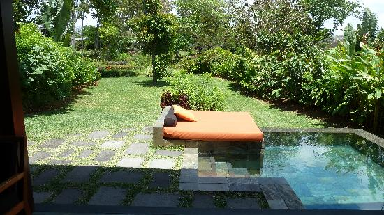 resort mauritius at anahita kleiner garten und privater pool bei 128. Black Bedroom Furniture Sets. Home Design Ideas